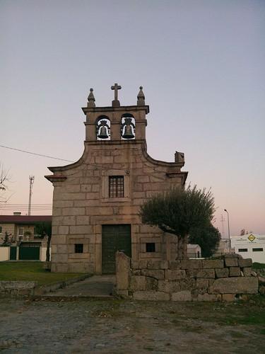 800px-Igreja_Velha_de_Bairro.jpg