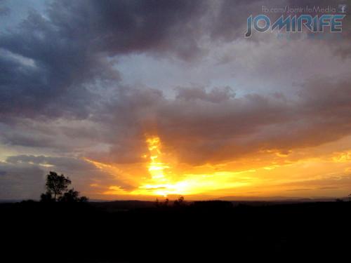Pôr do sol no horizonte [en] Sunset on the horizon
