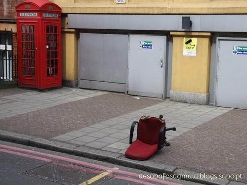 Cadeira no chão.jpg