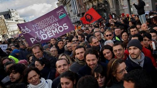 Pancartas-multitud-Podemos-Madrid-AP_CLAIMA2015013