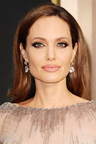 Angelina-Jolie_glamour_2mar14_rex_b_720x1080.jpg