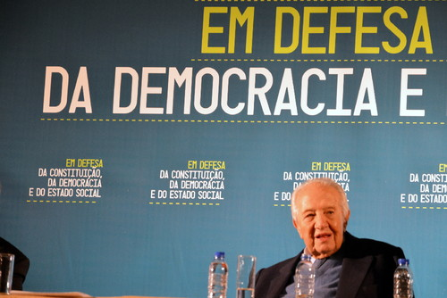 """Mário Soares, na conferência """"Em defesa da Constituição, da Democracia e do Estado Social"""" - Aula Magna, 2013/11/21"""
