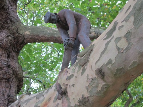Little-Woodcutter-Statue-Amsterdam.jpg