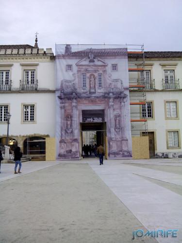 Porta férrea da Universidade de Coimbra em obras