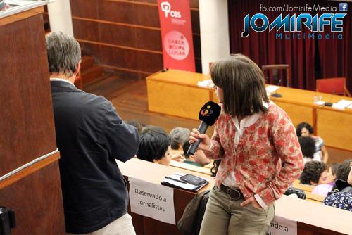 Conferência de Yanis Varoufakis sobre «Democratizar a zona Euro» na Universidade de Coimbra no dia 17 de outubro de 2015 - Jornalista da TVI [en] Yanis Varoufakis Conference about