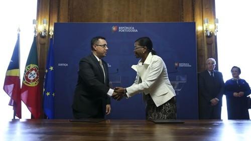 MinistroJusticaTimorLeste+MinistraJusticaPortugal=