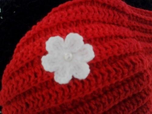 gorro gomo vermelho detalhe flor.jpg
