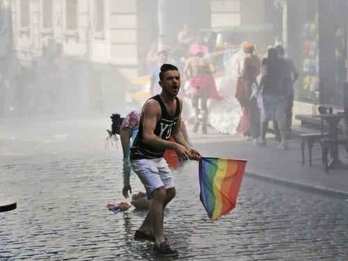 Istambul Pride 2015.jpeg
