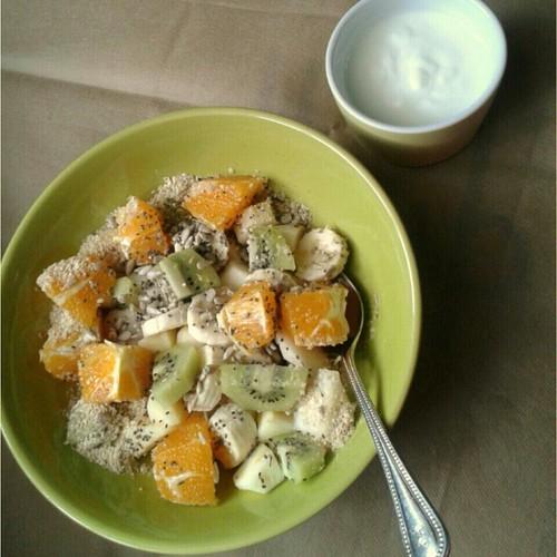 laranja, kiwi, banana e mix de sementes. Vou mistu