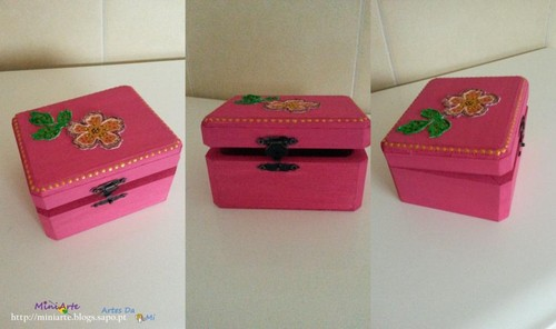 Caixa rosa (2).jpg