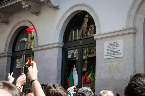 (antiga sede da PIDE, na Rua António Maria Cardoso, 25 de abril de 2014)