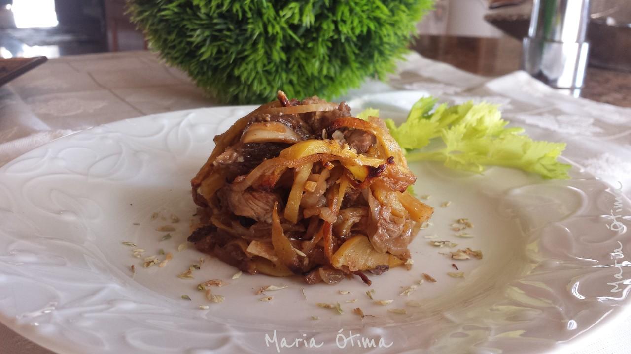 Redon de carne assada com batata palha_Maria Ótma.jpg