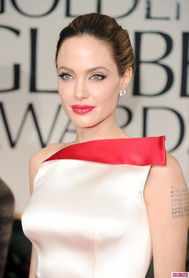 Angelina-Jolie-at-2012-Golden-Globes-700x1024.jpg