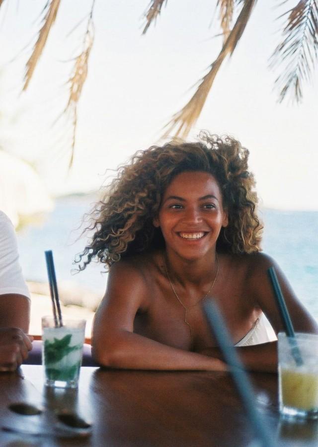 Beyonce-on-a-beach-bar-640x900.jpg