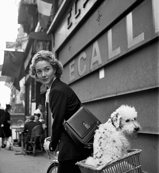 Lee Miller in Paris c.1944.jpg