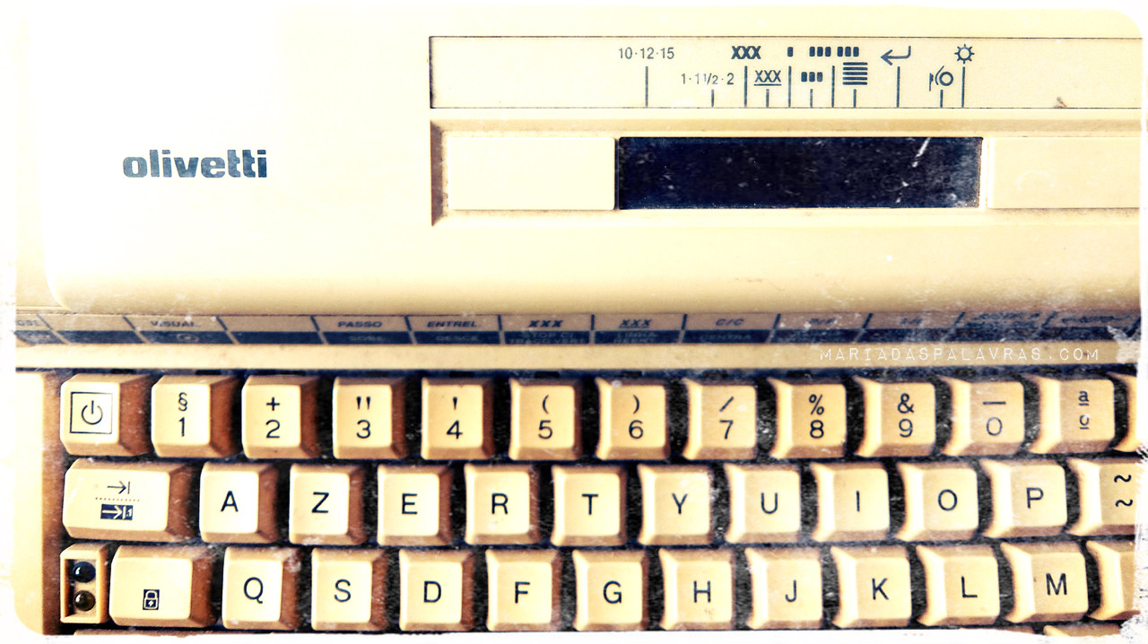 Máquina de Escrever Olivetti - Maria das Palavras