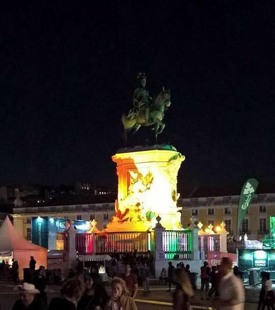 Estátua D. José I arco-íris.jpg