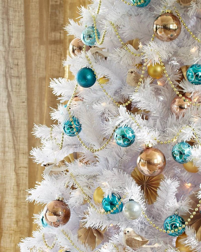 White-Christmas-Tree-7.jpg