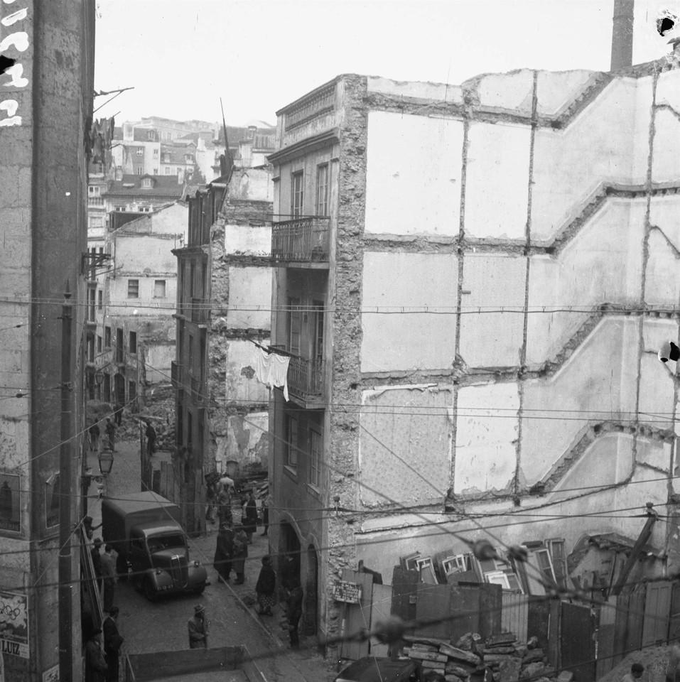 Demolições na Rua dos Álamos, foto de Judah Ben