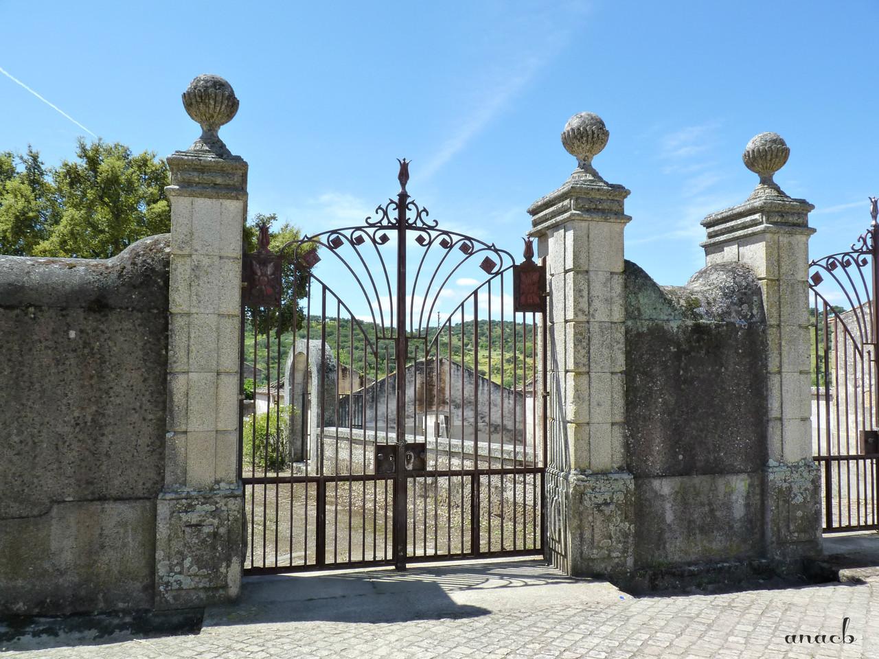 Idanha-a-Velha (29) Casa de Marrocos - portão.jpg
