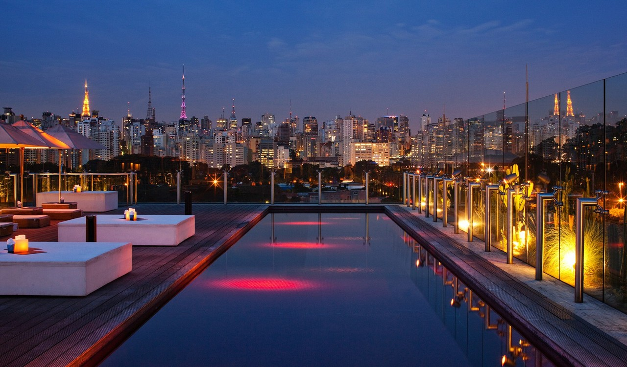 hotel-unique-pool-view-by-night-M-02-r.jpg
