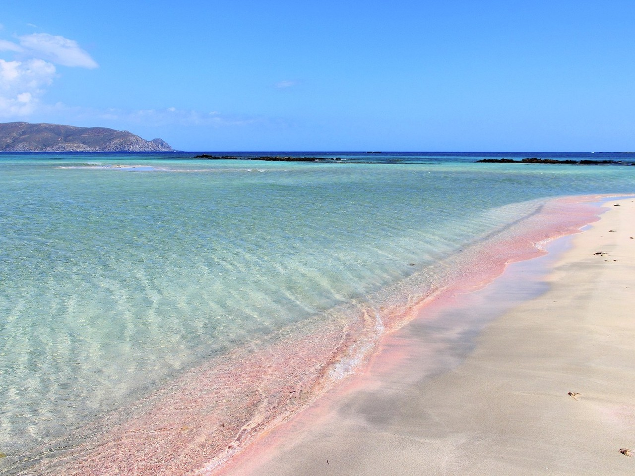 pink-beaches-Elafonisi-beach-cr-getty-452527949.jp