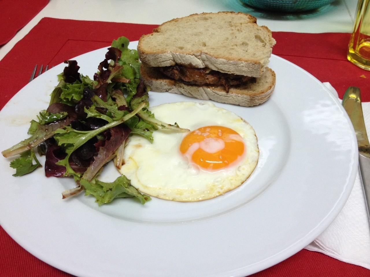 Receitas da hortelã | hambúrguer de aves com cebola caramelizada
