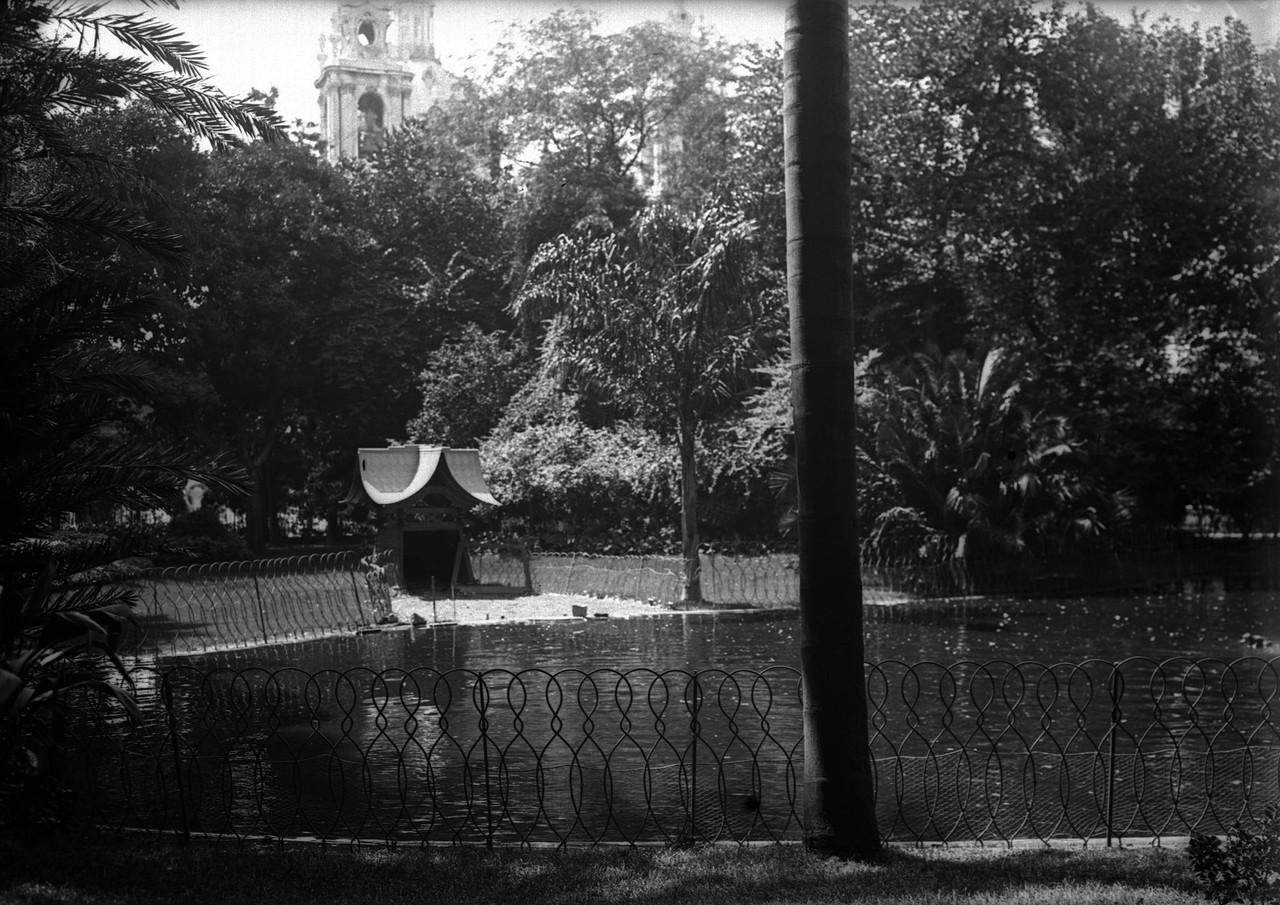 Jardim da Estrela, lago, 1911, foto de Joshua Beno