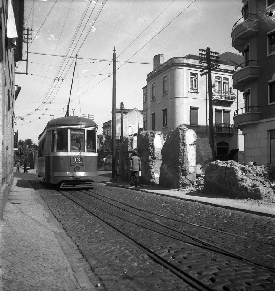 Eléctrico de Carnide, Estr. da Luz (J. Benoliel, c. 1950)