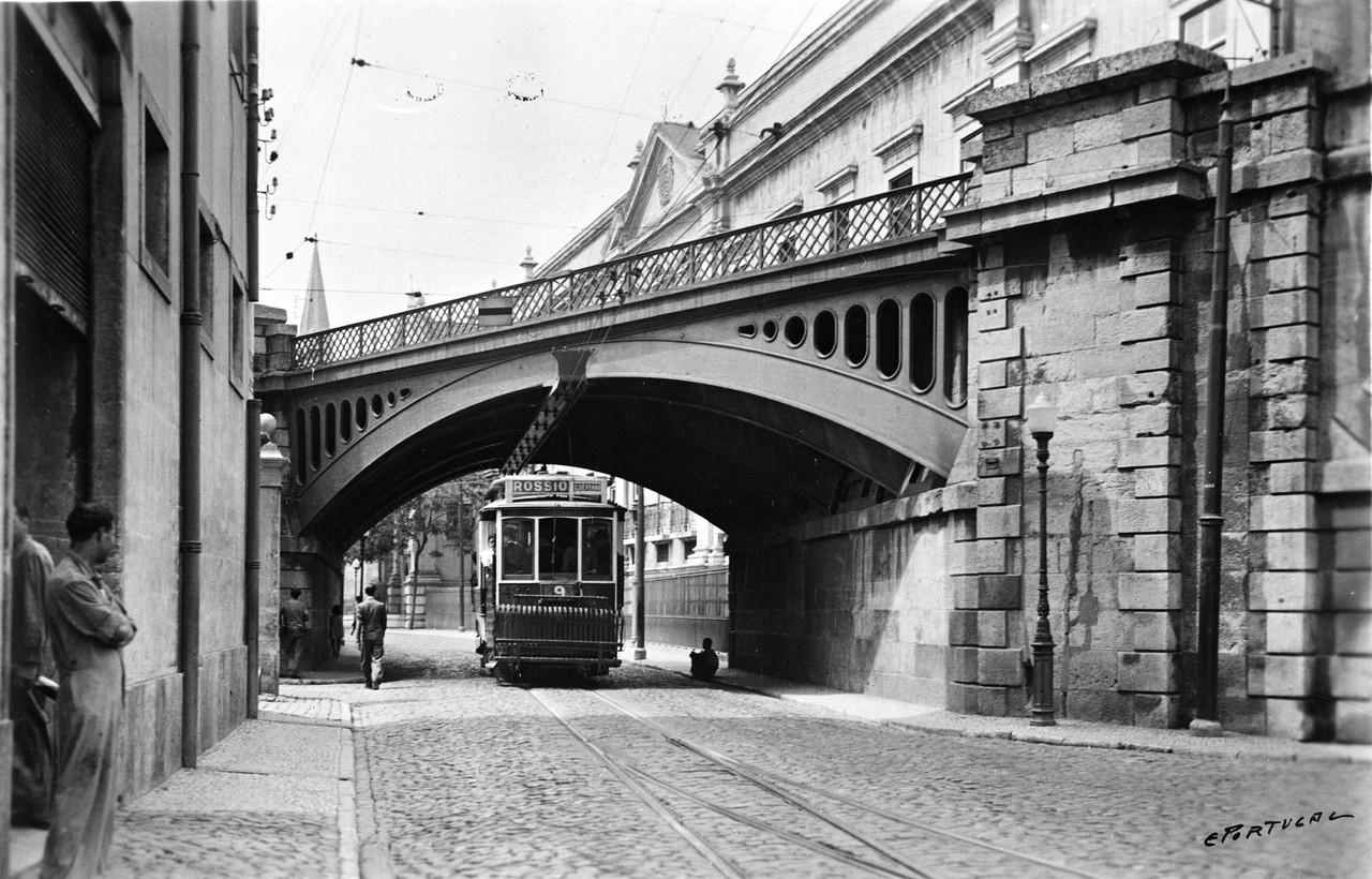 Eléctrico sob o viaduto de Xabregas 1938, foto de