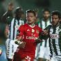 Jovic disputa uma bola com Frederico Venâncio