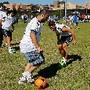 Özil e Khedira com adepto