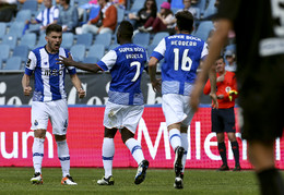 Rúben Neves celebra o golo com os companheiros