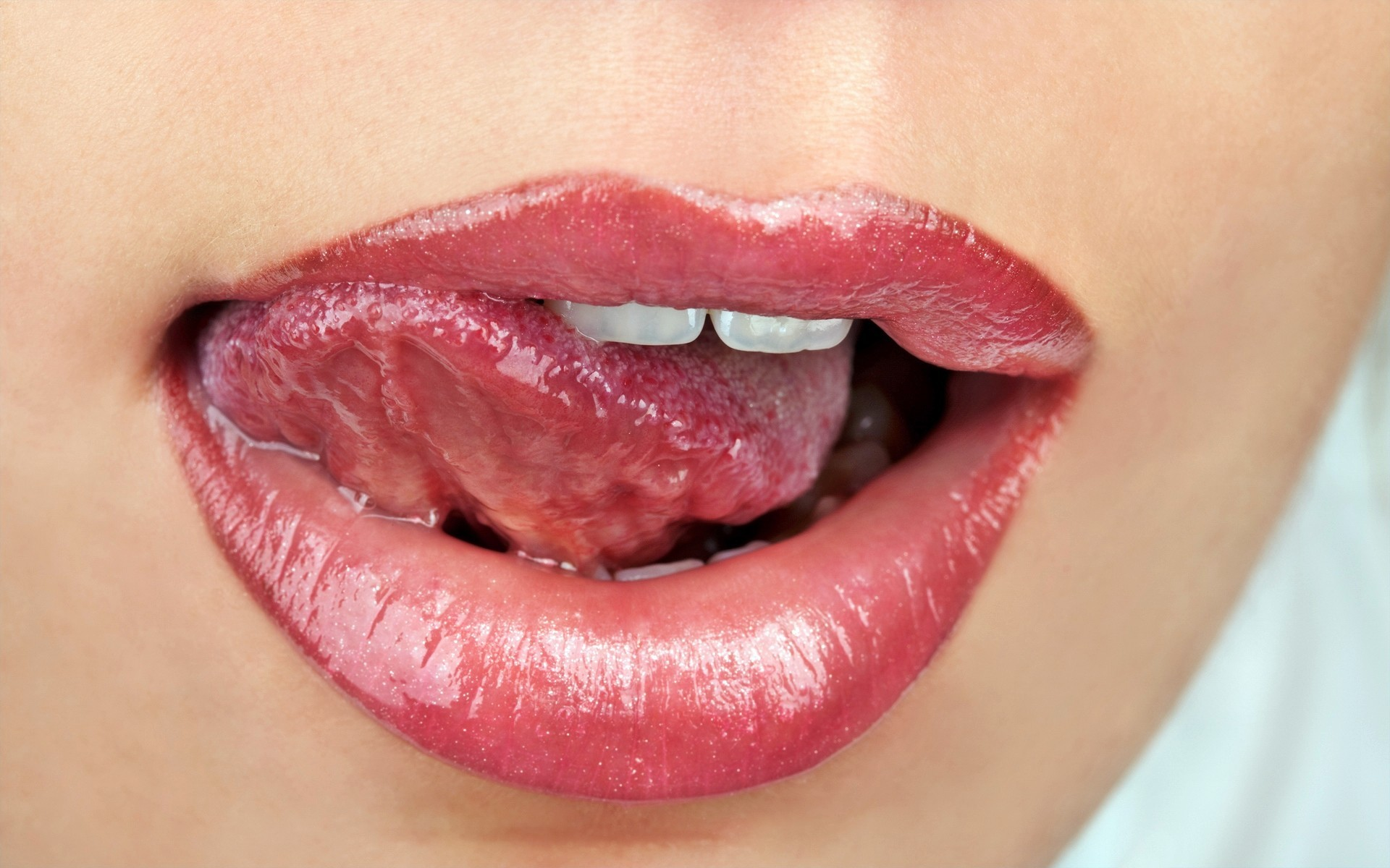 lips-mouth-saliva-tongue-2525380-1920x1200.jpg