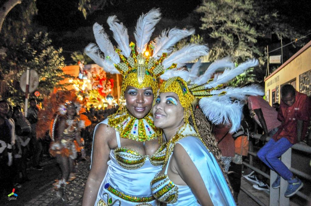Desfile do grupo Estrela Azul   São Nicolau 2015
