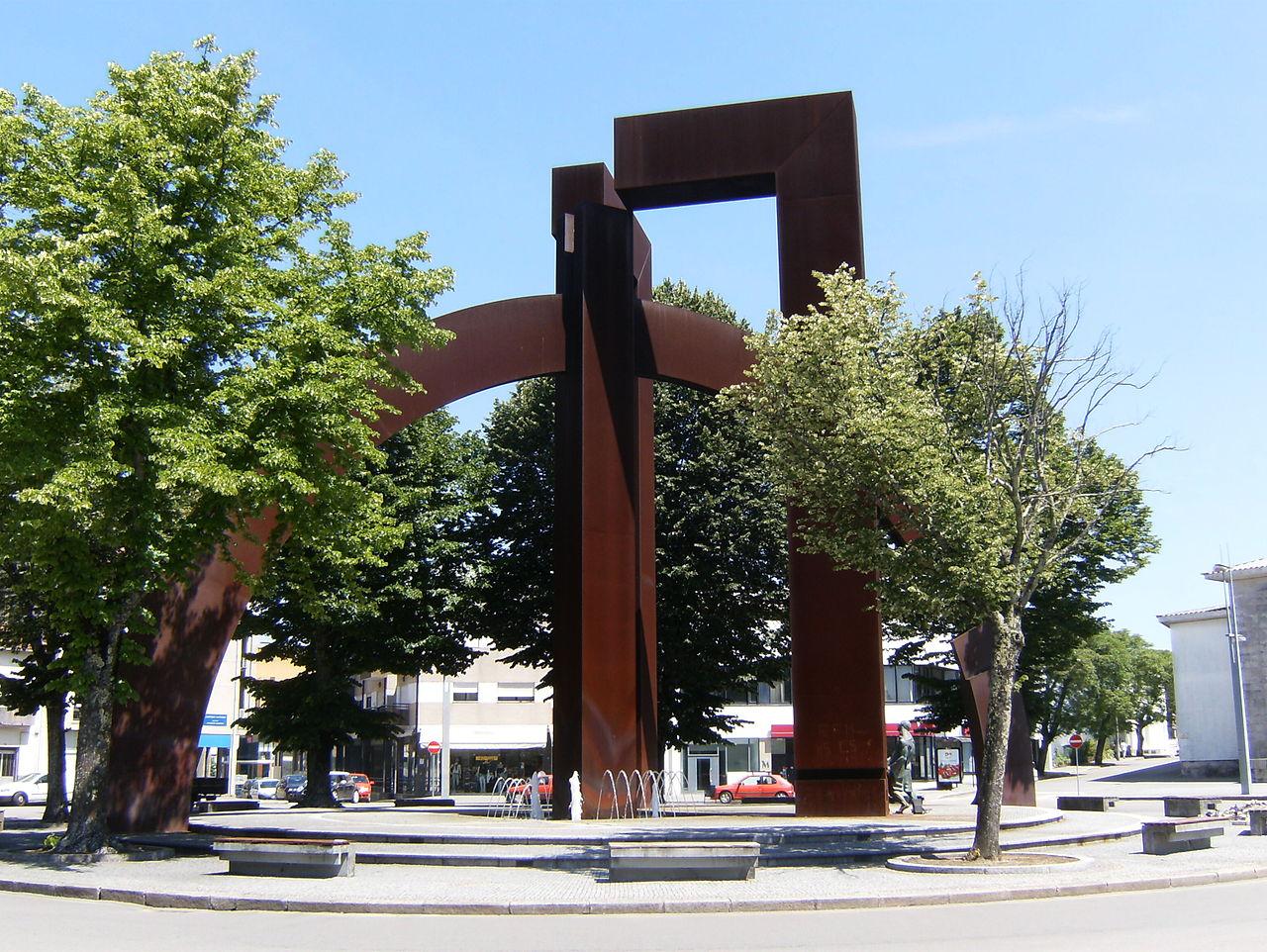 Monumento ao Marceneiro Paços Rotunda.jpg